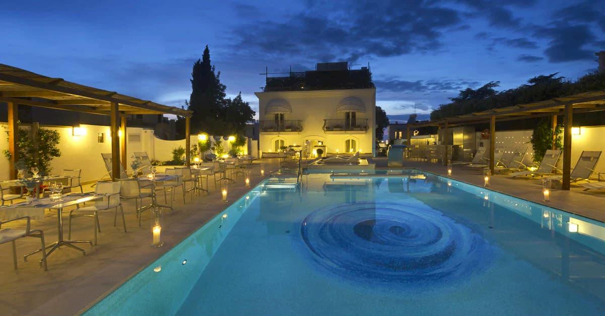 blue-pool-lounge2