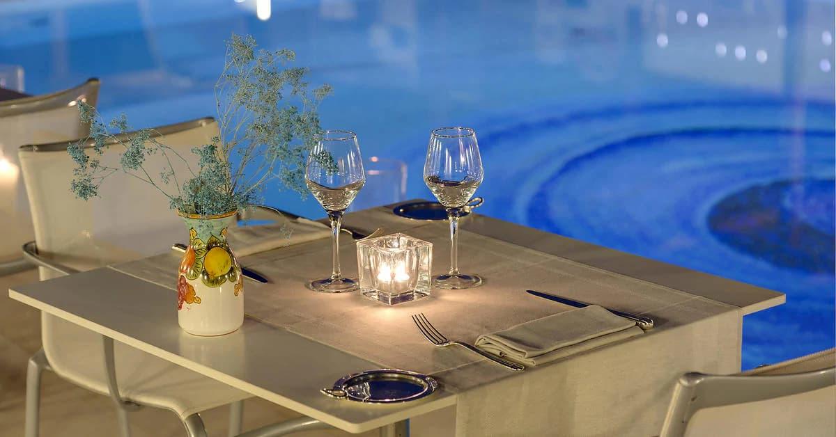 blue-pool-lounge3
